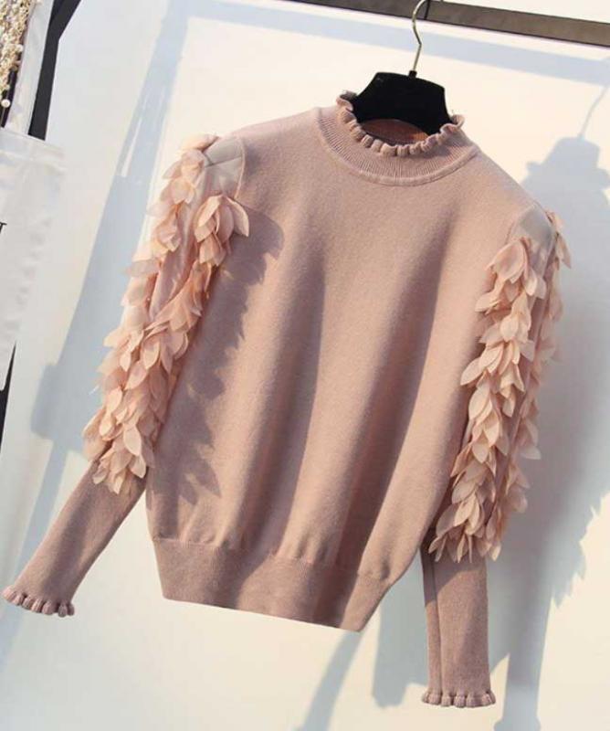 Maglione con petali rosa